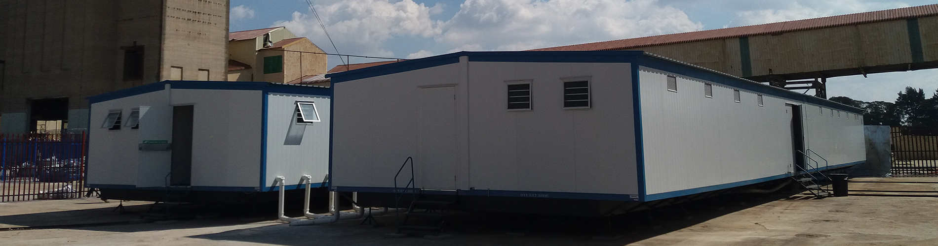 What is site office? It is an onsite office, also known as temporary office trailers but are, in fact, temporary office buildings, sometimes called portable office buildings.